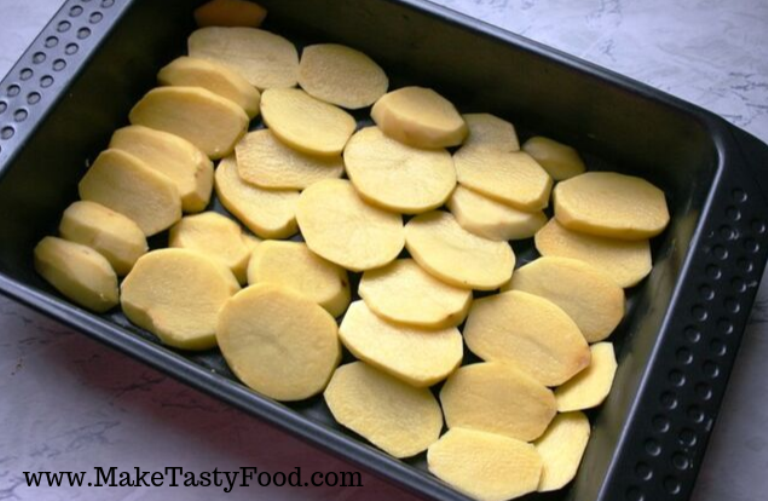 potato sliced for the baking of the dish