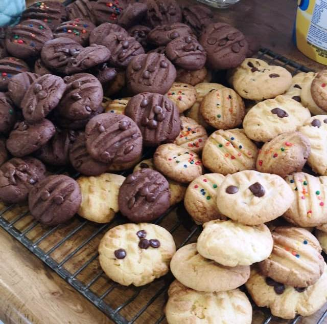 chocolate and vanilla butter biscuits
